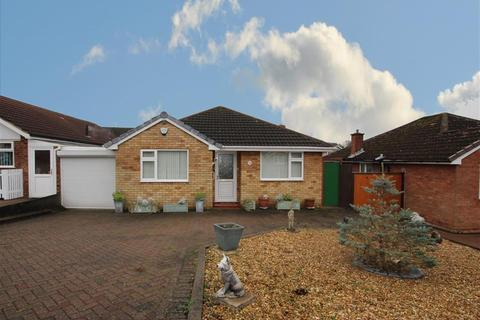2 bedroom bungalow for sale - Harewell Drive, Sutton Coldfield, B75