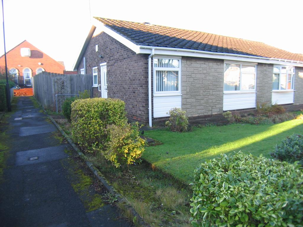 2 Bedrooms Semi Detached Bungalow for sale in Melock Court, Hazlerigg, Newcastle upon Tyne NE13