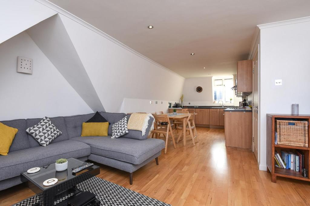 2 Bedrooms Flat for sale in Pepys Road, Raynes Park