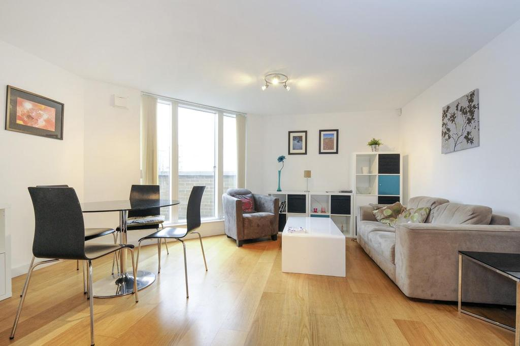 2 Bedrooms Flat for sale in Water Gardens Square, Surrey Quays