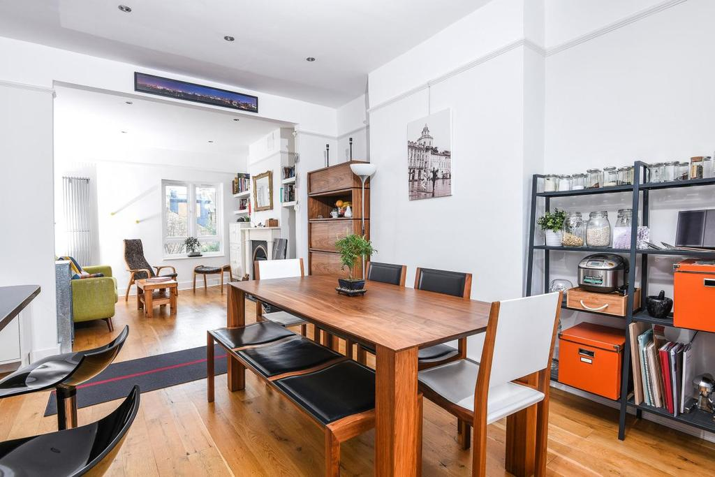 2 Bedrooms Flat for sale in Osward Road, Tooting Bec