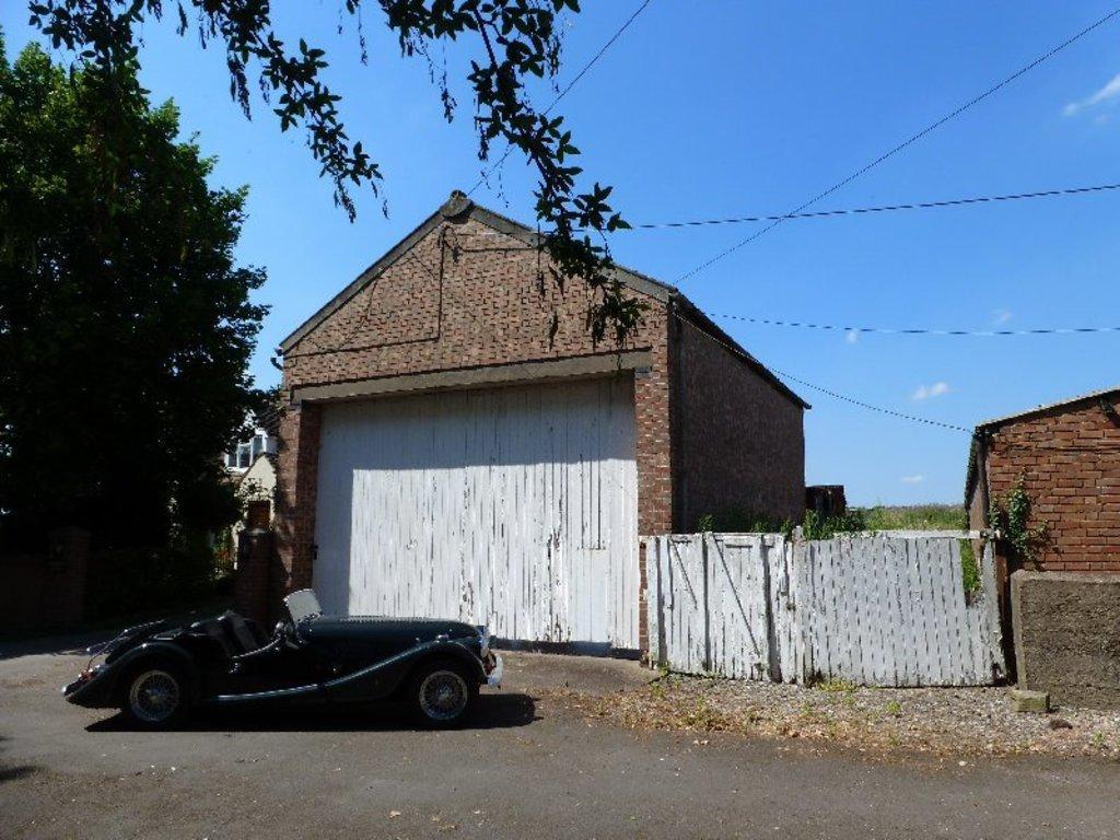 Garages Garage / Parking for sale in Highfields Barn, Rempstone Road, Nr Belton, Leicstershire