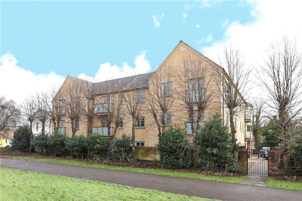 2 Bedrooms Apartment Flat for sale in Starlings Bridge, Nightingale Road, Hitchin, Hertfordshire