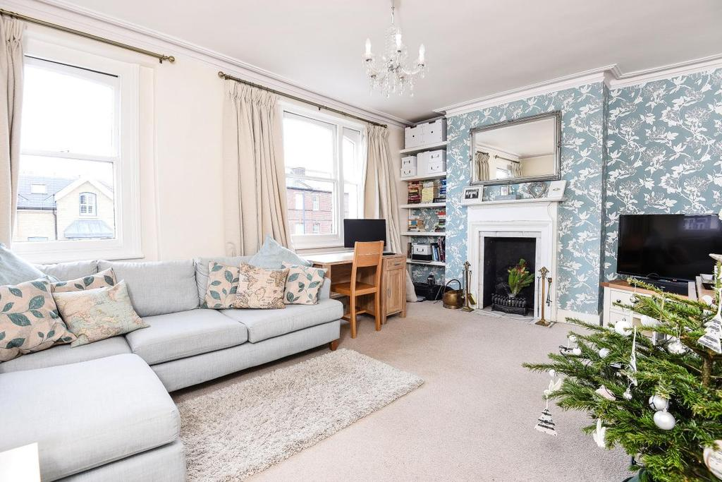 2 Bedrooms Maisonette Flat for sale in Trinity Road, Tooting Bec