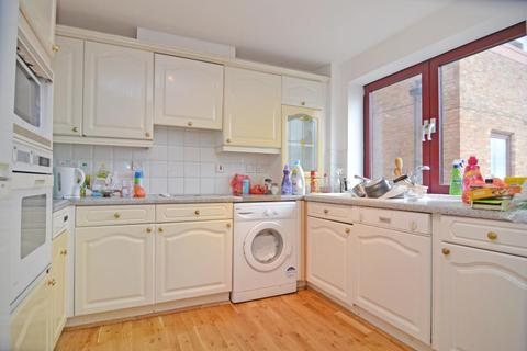 2 bedroom flat to rent - Sailmakers Court, William Morris Way