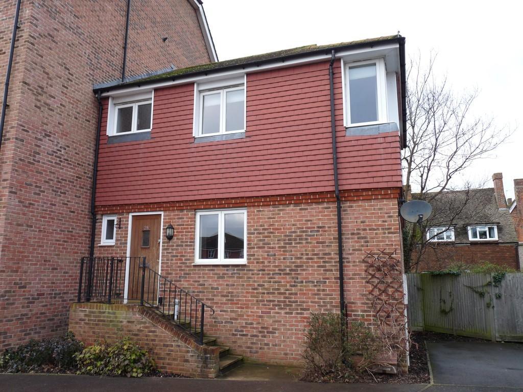 Edenbridge kent tn8 2 bed end of terrace house 1 250 for Terrace house season 3
