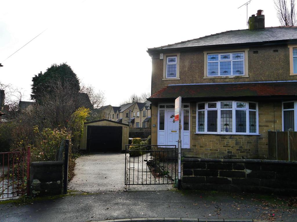 3 Bedrooms Semi Detached House for sale in St. Matthews Road, Bankfoot, Bradford, BD5 9AB