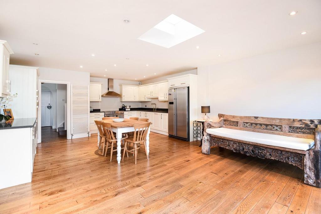 3 Bedrooms Semi Detached House for sale in Elmstead Avenue, Chislehurst