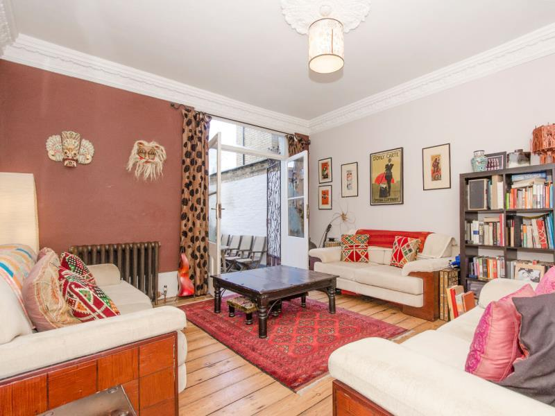 2 Bedrooms Flat for sale in Warwick Road N11