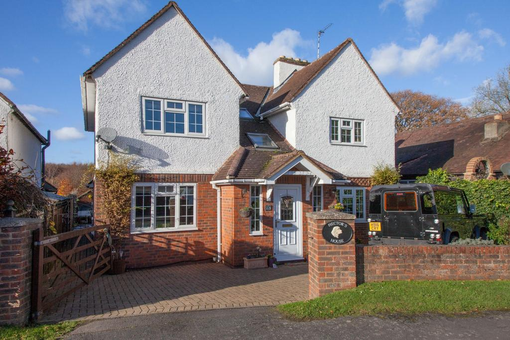 4 Bedrooms Detached House for sale in Seer Green