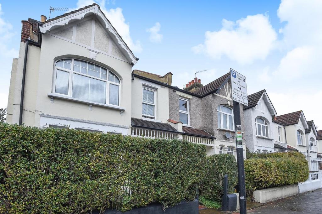 3 Bedrooms Flat for sale in Replingham Road, Southfields