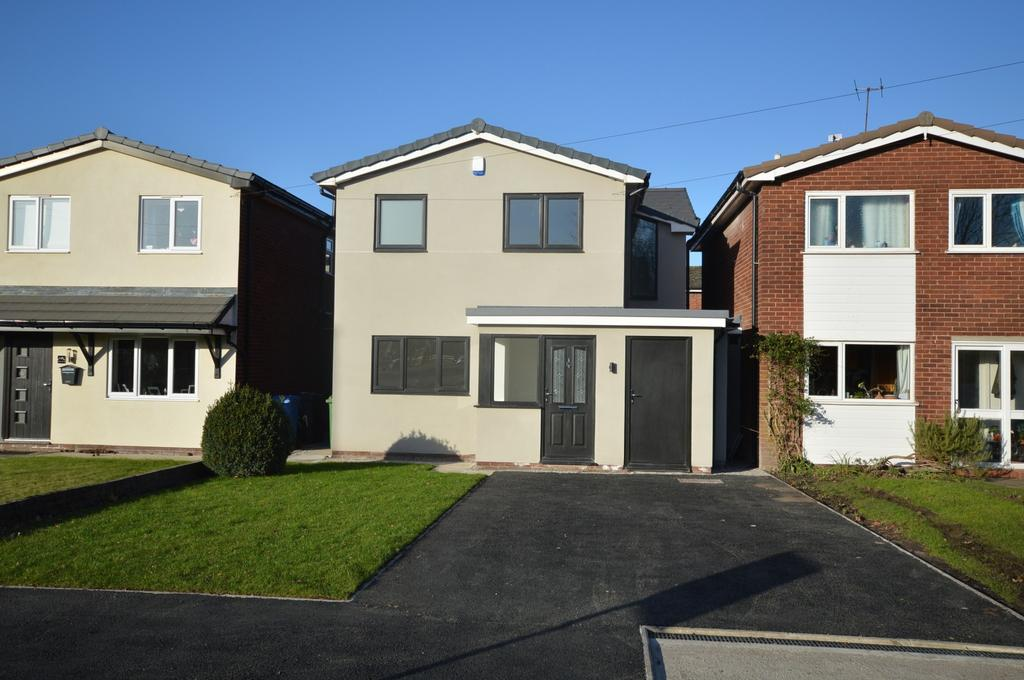 3 Bedrooms Detached House for sale in Rushgreen Road, Lymm - No Chain