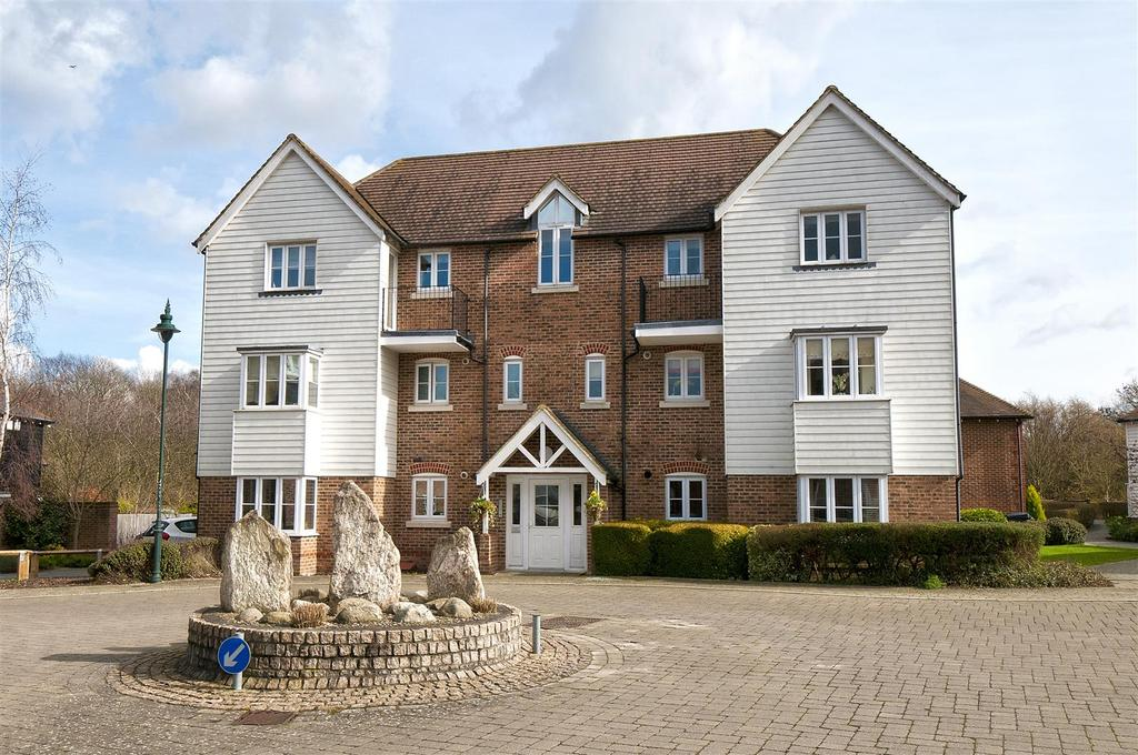 2 Bedrooms Apartment Flat for sale in Mcarthur Drive, Kings Hill, West Malling