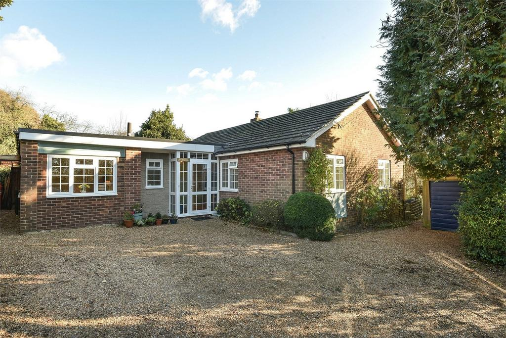 3 Bedrooms Detached Bungalow for sale in Darvill Road, Ropley, Alresford, Hampshire