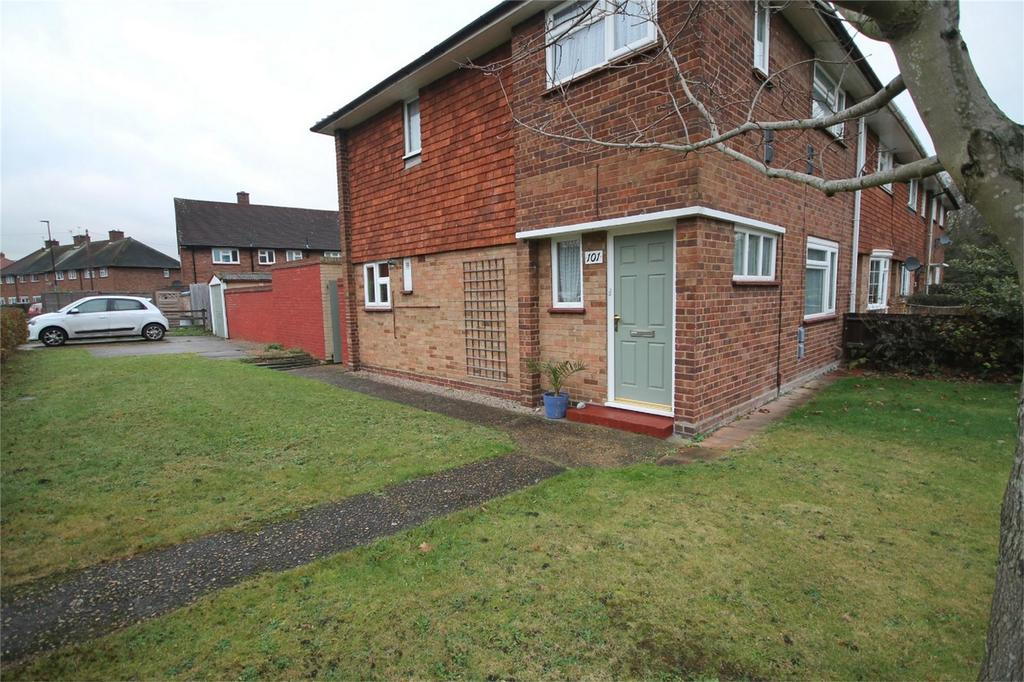3 Bedrooms Semi Detached House for sale in Carlton Avenue, Feltham, Middlesex