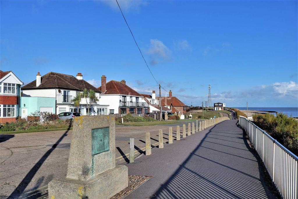 5 Bedrooms Detached House for sale in Holland -on -Sea