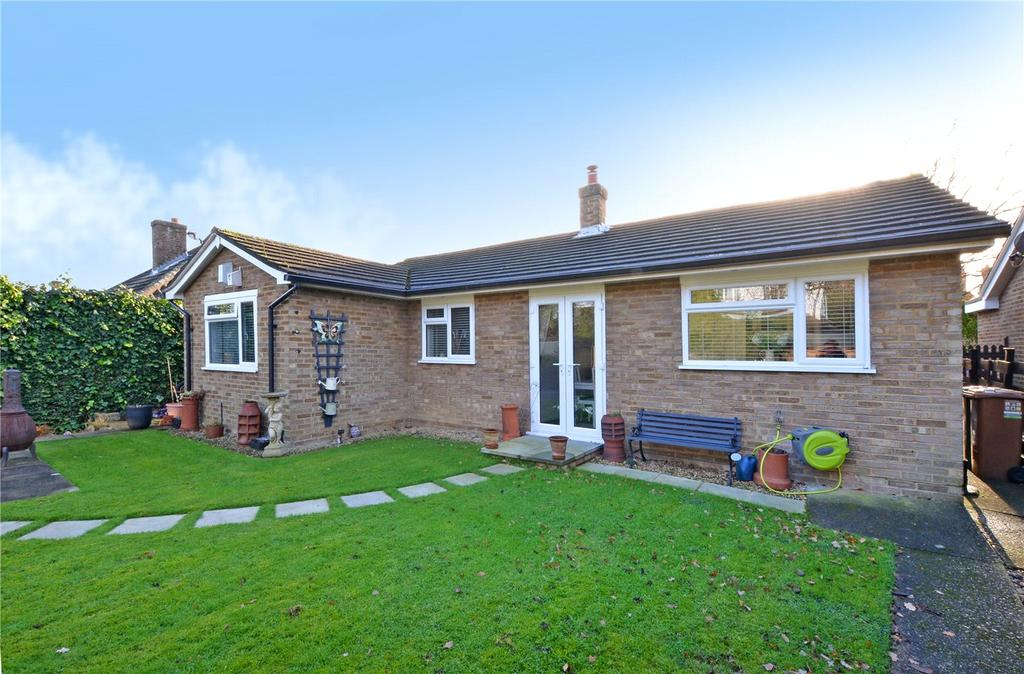 3 Bedrooms Detached Bungalow for sale in Chudleigh Gardens, Sutton, Surrey, SM1