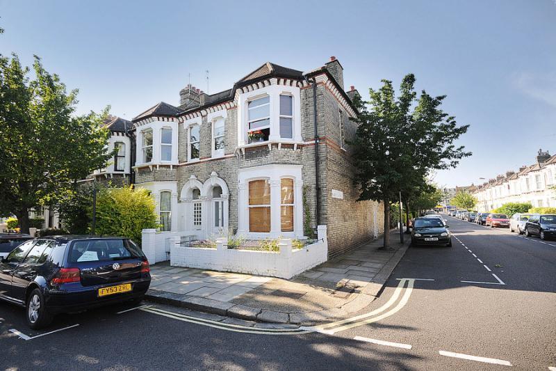 2 Bedrooms Flat for sale in Ethelden Road, London, W12