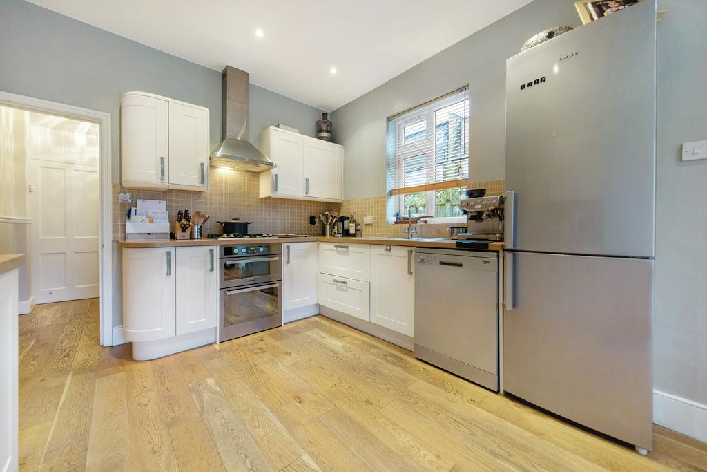 5 Bedrooms Terraced House for sale in Clonmore Street, SW18