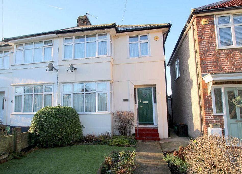 3 Bedrooms End Of Terrace House for rent in Green Lane, Chislehurst, Kent, BR7 6AX