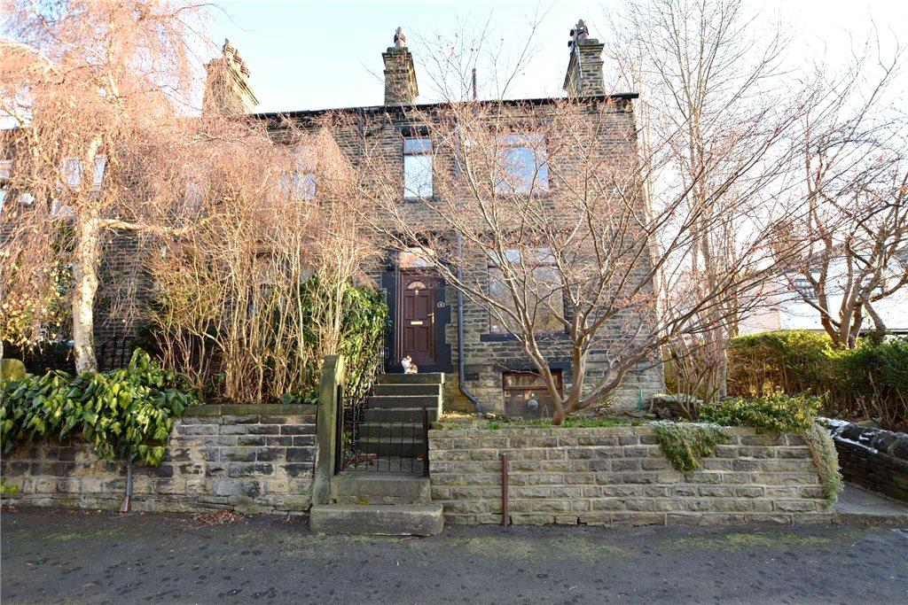 3 Bedrooms Terraced House for sale in Ravenscliffe Road, Calverley, Pudsey, West Yorkshire
