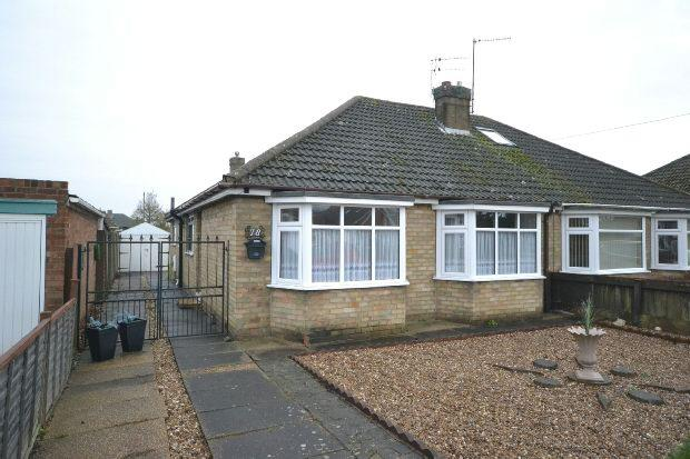 3 Bedrooms Semi Detached Bungalow for sale in Peaks Avenue, New Waltham, Grimsby