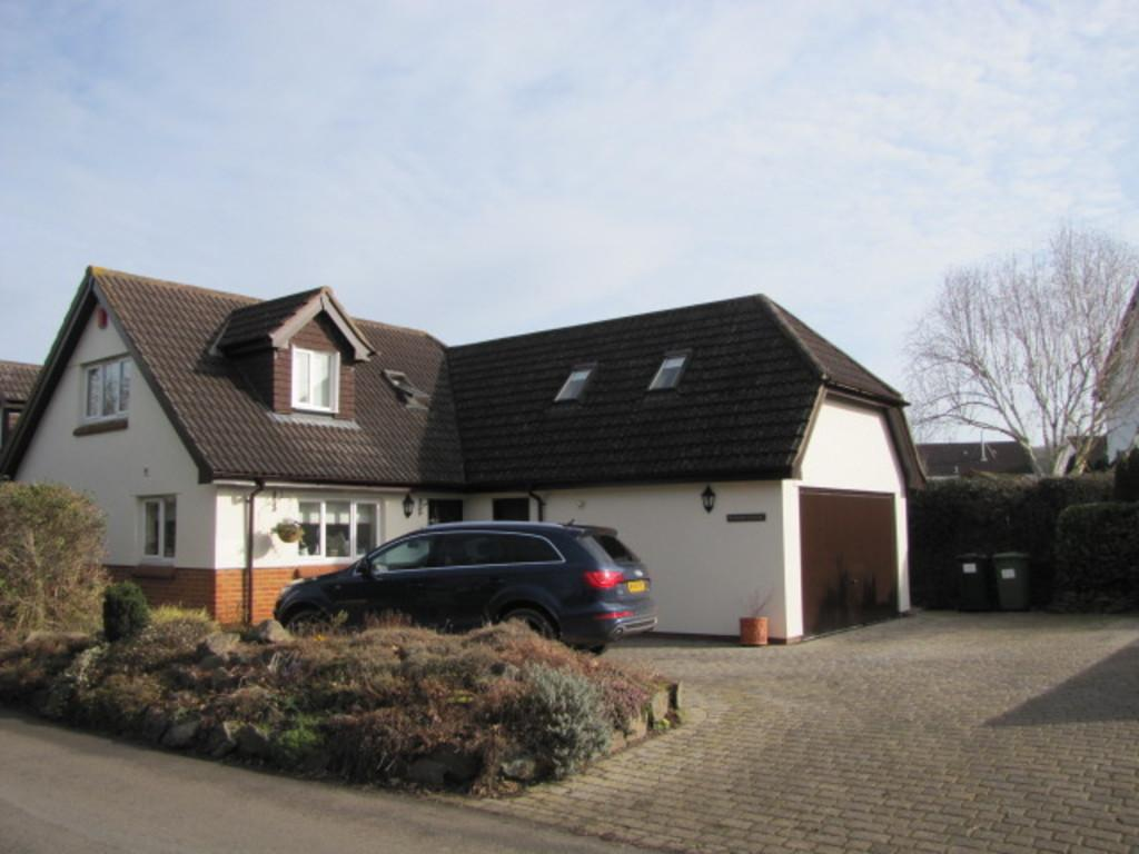 4 Bedrooms Detached House for sale in Sandygate, Kingsteignton, TQ12 3PU