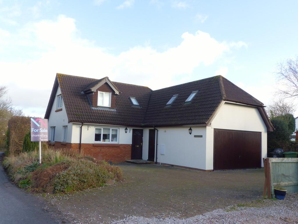 4 Bedrooms Detached House for sale in Kingsteignton, TQ12 3PU