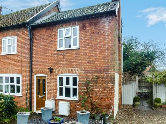 2 Bedrooms Terraced House for sale in The Drift, Wickham Market, Woodbridge