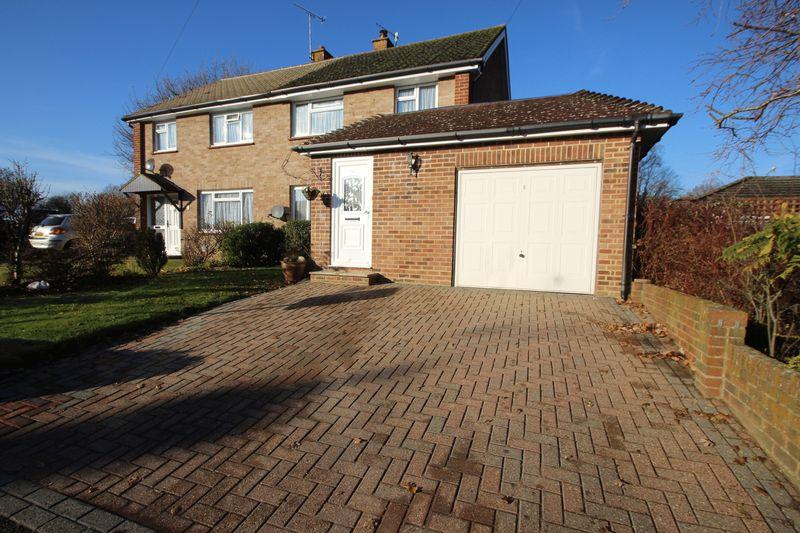 3 Bedrooms Semi Detached House for sale in Greenfrith Drive, Tonbridge