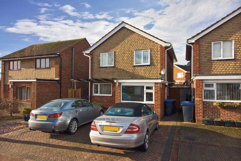 4 Bedrooms Detached House for sale in Taw Close, Worthing