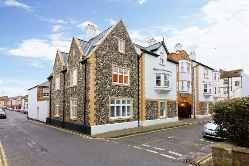 2 Bedrooms Maisonette Flat for sale in Grafton Place, Worthing