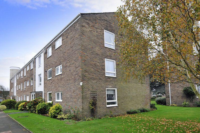 2 Bedrooms Apartment Flat for sale in Pevensey Garden, Worthing