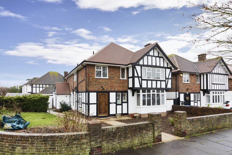 3 Bedrooms Ground Flat for sale in George V Avenue, Worthing