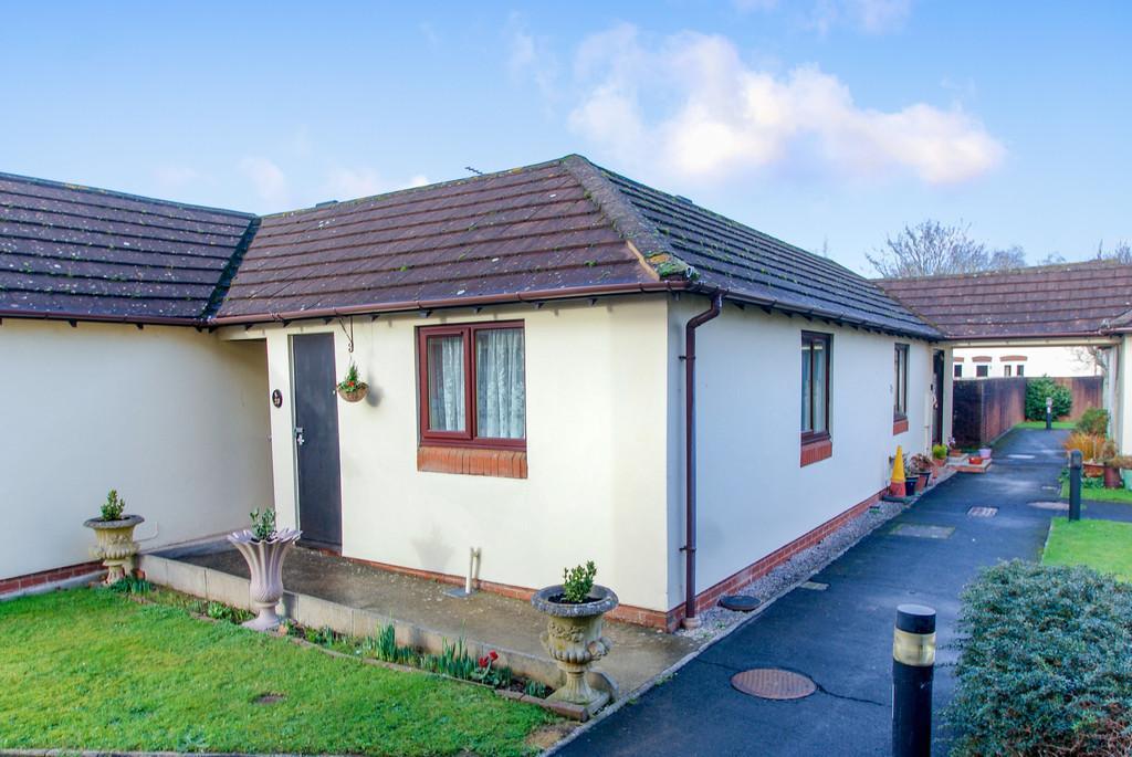 2 Bedrooms Terraced Bungalow for sale in Hameldown Way   Newton Abbot