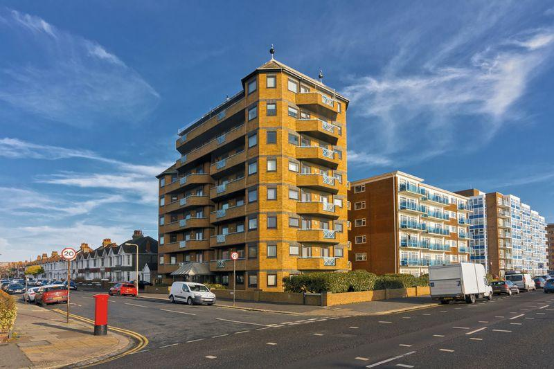 3 Bedrooms Flat for sale in Prince of Wales Court, Kingsway, Hove