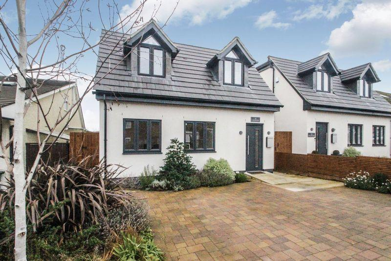 4 Bedrooms Detached House for sale in Beaconsfield Road, Epsom