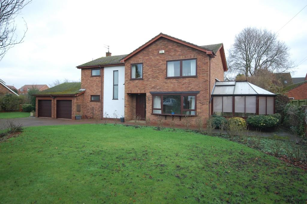 5 Bedrooms Detached House for sale in High Street, Hook