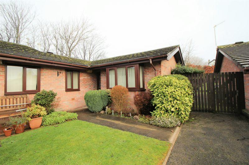 2 Bedrooms Bungalow for sale in The Cokers, Woodhey