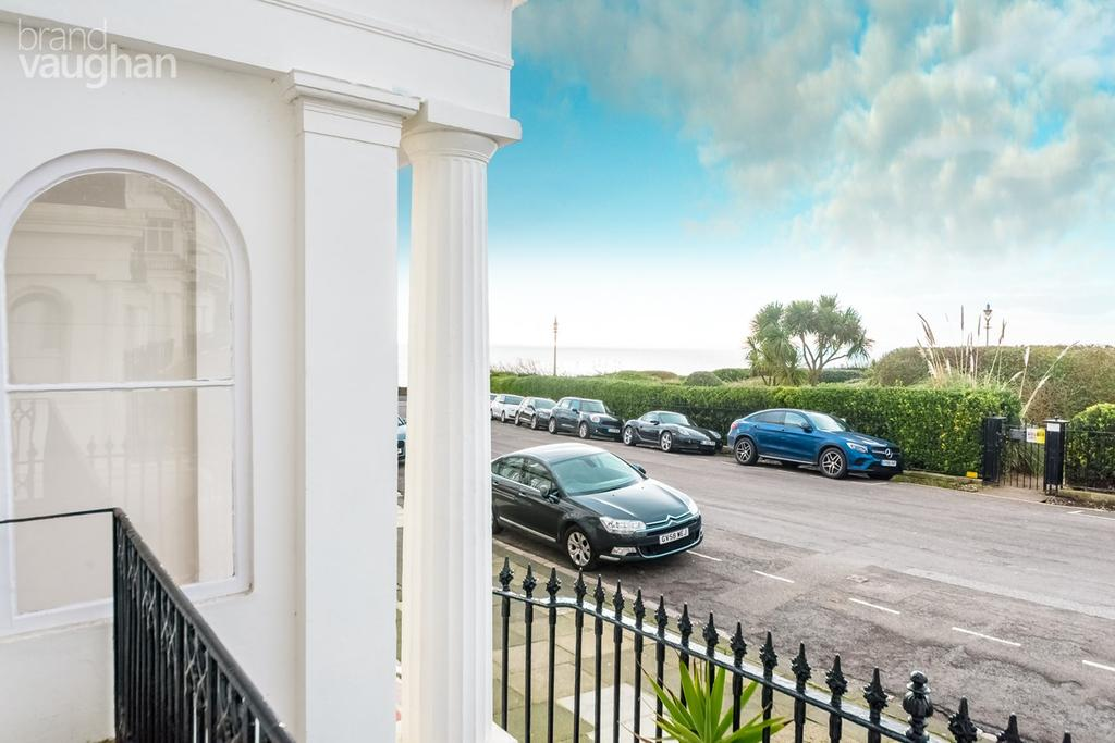 3 Bedrooms Apartment Flat for sale in Lewes Crescent, BRIGHTON, BN2