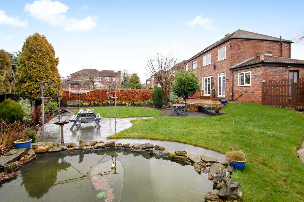 3 Bedrooms Semi Detached House for sale in Cecil Drive, Flixton, Manchester, M41