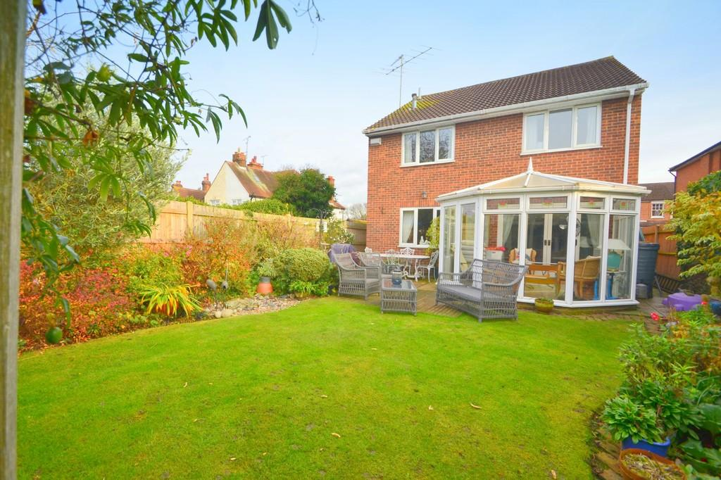 4 Bedrooms Detached House for sale in Beehive Lane, Chelmsford, CM2 9TQ