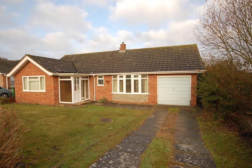 2 Bedrooms Detached Bungalow for sale in Renwick Park East, West Runton