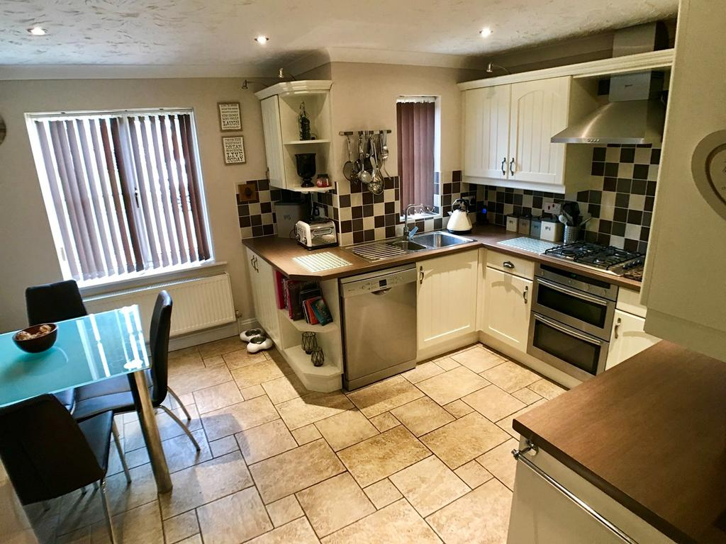 5 Bedrooms Detached House for sale in Woodrow Place, Spalding, PE11