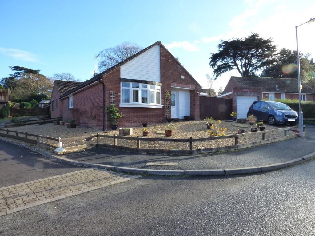 2 Bedrooms Detached Bungalow for sale in Cheyney Walk, Westbury