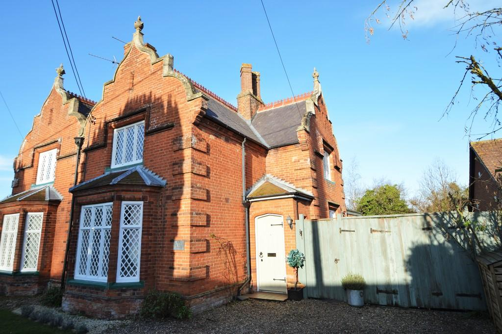 3 Bedrooms Semi Detached House for sale in Aylsham