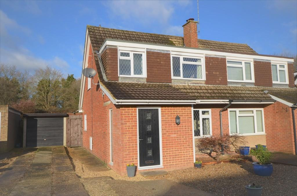 3 Bedrooms Semi Detached House for sale in Riverdale, Wrecclesham