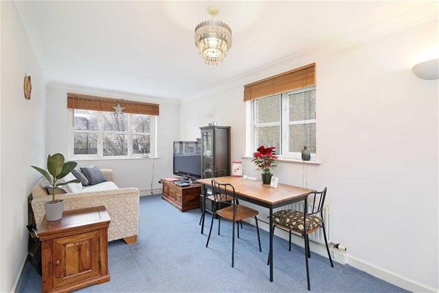 2 Bedrooms Flat for sale in West Ham Lane, Stratford