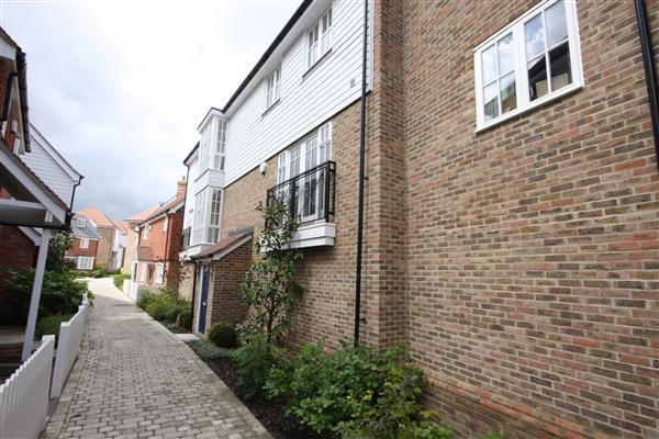 2 Bedrooms Apartment Flat for rent in Ames Way, Kings Hill, ME19 4HU