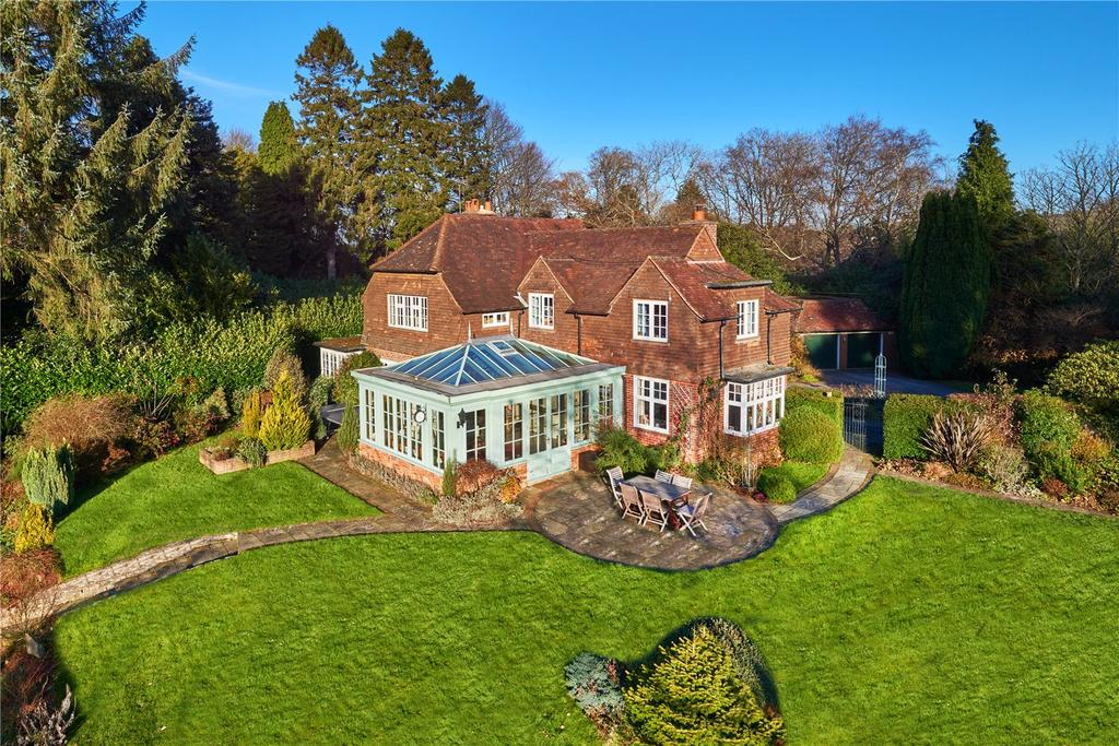 4 Bedrooms Detached House for sale in Square Drive, Haslemere, Surrey